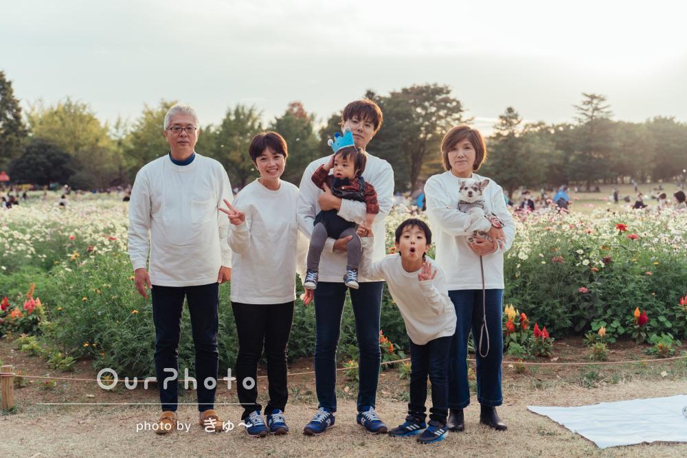 「終始和やかな雰囲気で」1歳誕生日と還暦祝いで秋の3世代家族写真撮影