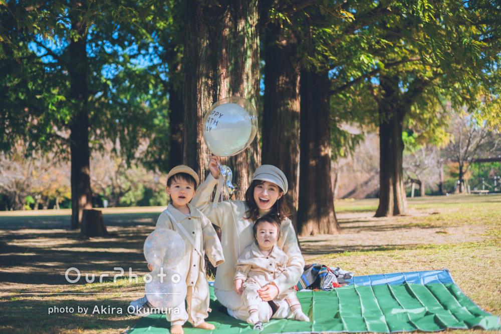 「子どもも抱っこと甘えるくらいに懐いて楽しく」2歳の誕生日に家族写真