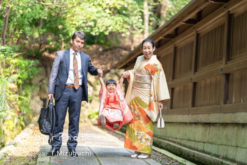 菊と紅葉の着物はママとお揃い!イキイキとした笑顔の七五三撮影