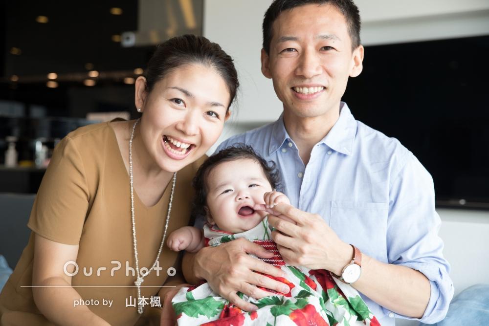「自然な表情や笑顔の写真を多く選んでもらって嬉しいです」お食い初めにて家族写真の撮影