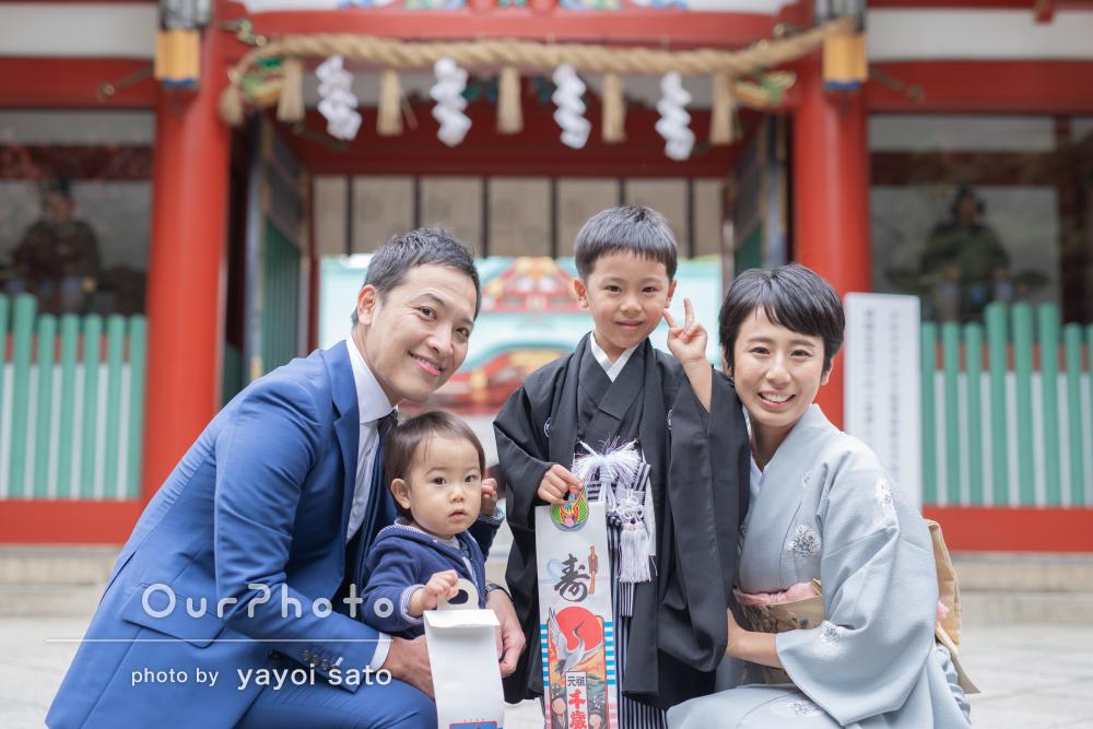 黒色の羽織袴を着てにこやかな笑顔がかっこいい!七五三写真の撮影