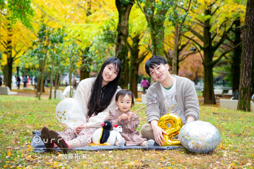 「良い写真になりました」紅葉の中で2歳の誕生日記念に家族写真の撮影