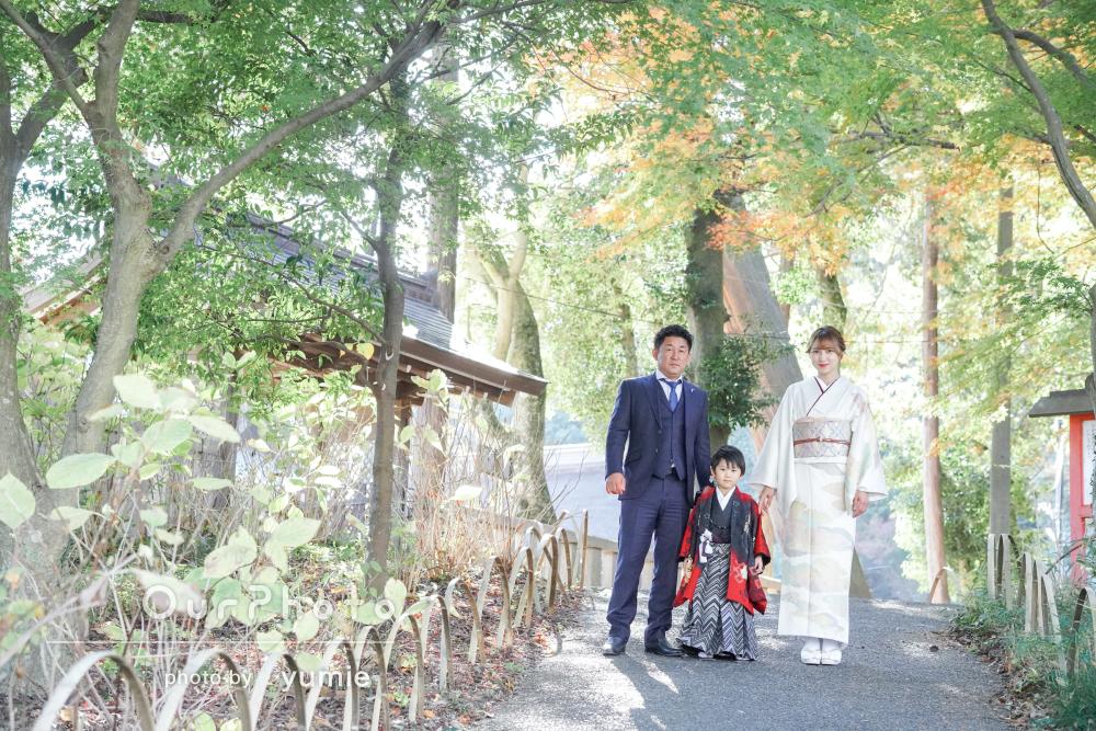自然が豊かな神社にて柔らかくて色鮮やかな仕上がりの七五三写真の撮影