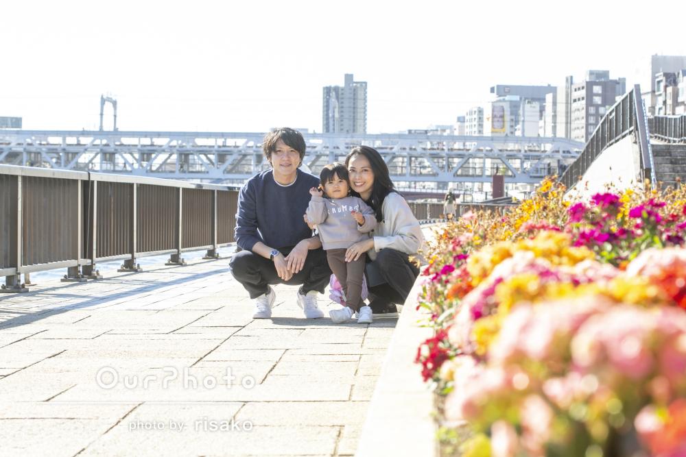 「娘もとても楽しそうにしていました」秋空の下笑顔いっぱい家族写真撮影