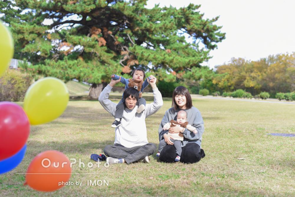 「息子ともすぐに打ち解けて楽しく撮影」100日記念の家族写真の撮影