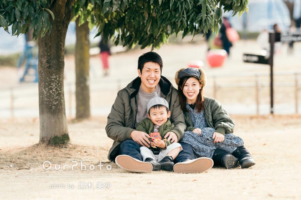 「子供の心を掴んで沢山素敵な写真を」誕生日記念に公園で家族写真の撮影