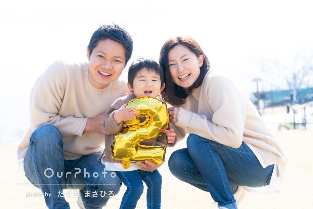 「どれも楽しそうな瞬間ばかり」2歳の誕生日を記念する家族写真の撮影