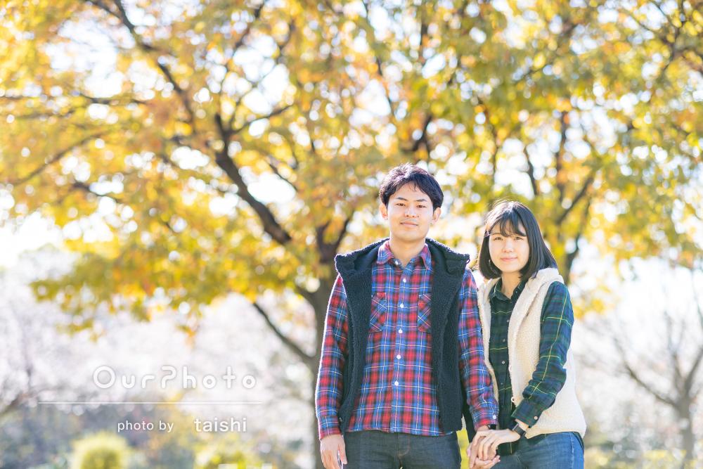 優しい雰囲気が素敵!紅葉が美しい公園でカップルフォトの撮影