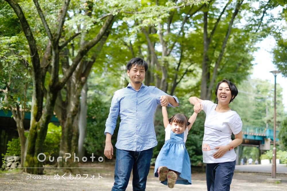 マタニティフォトも兼ねて、公園でカジュアルな家族写真の撮影
