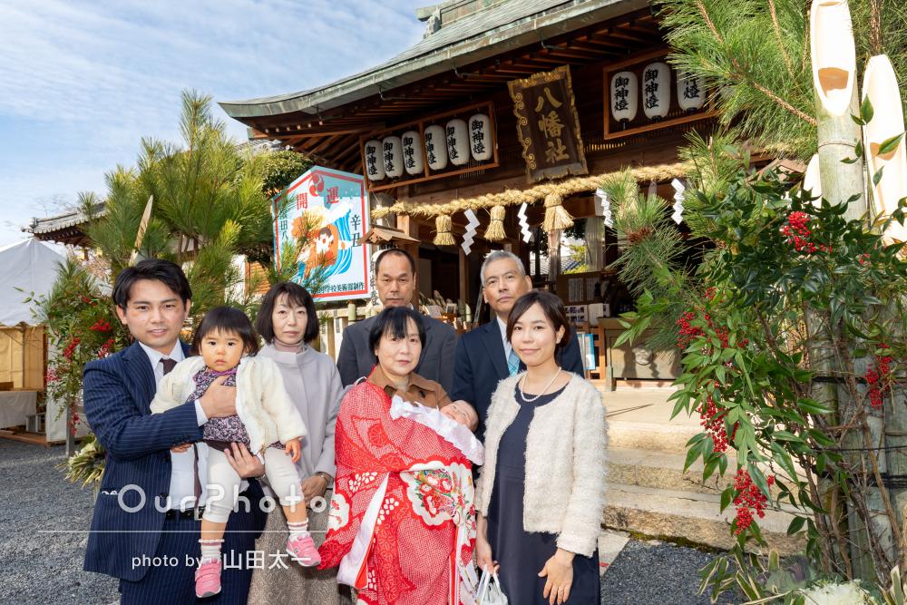 「家族全員大満足」赤い晴れ着に包まれた可愛い赤ちゃんのお宮参りの撮影