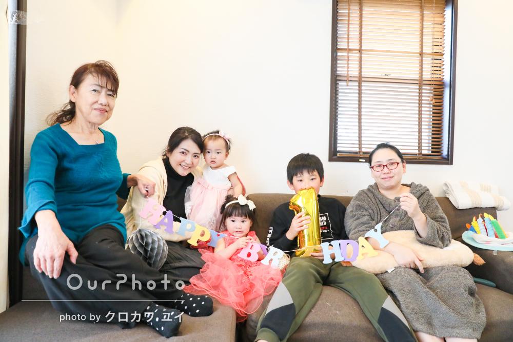 「とてもリラックスしたよい表情」1歳の誕生日記念に家族写真の撮影