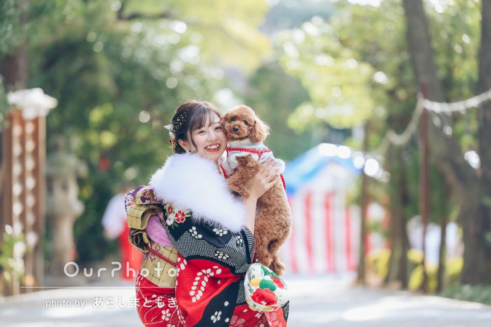 愛犬と一緒ににこやか笑顔!華やかな振袖姿で成人式の撮影