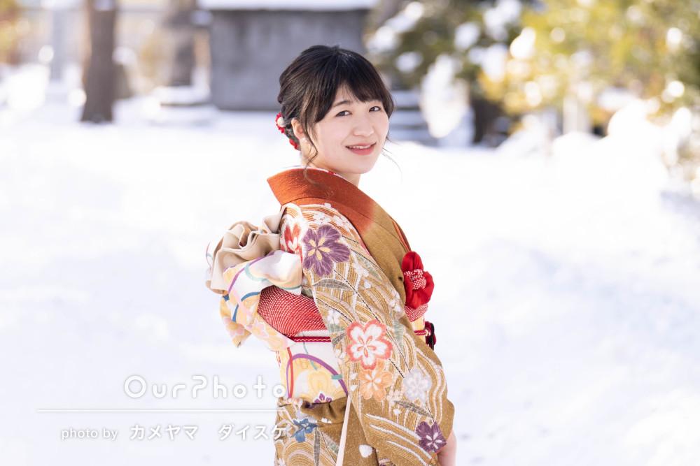 「一生の記念になる写真」一面の雪景色の中で成人式写真の撮影