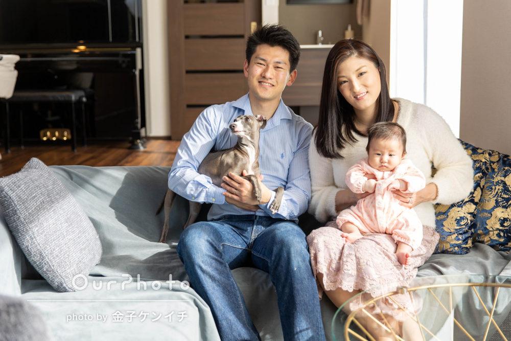 「自分たちでは絶対撮れない」赤ちゃんと愛犬と一緒に家族写真の撮影