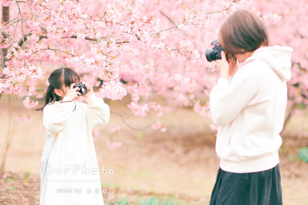 「楽しく過ごすことができました」柔らかな色の花と家族写真の撮影