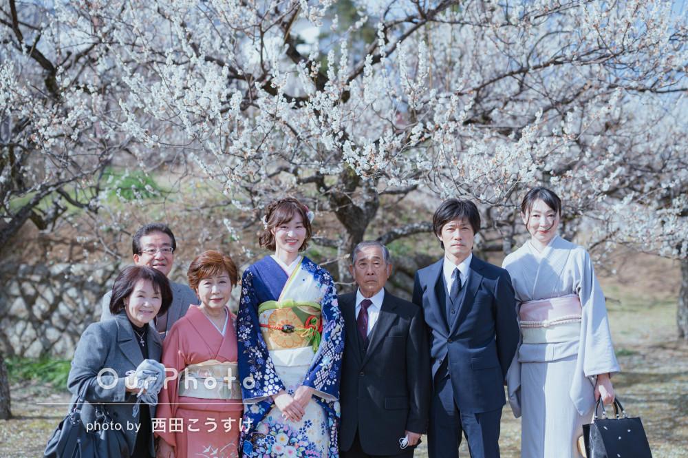 「二十歳の記念に娘の自然な表情を河津桜や梅と」春を感じる成人式の撮影