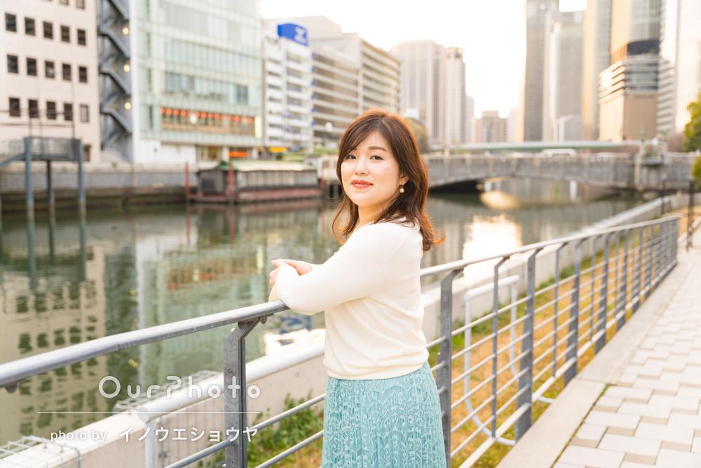 「それに適したロケーションやポージング」女性プロフィール写真の撮影