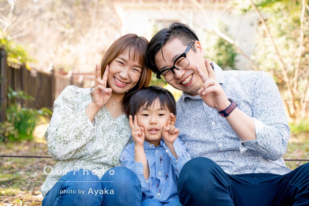 「心の底から楽しんでいる様子」リンクコーデをして仲良し家族写真の撮影