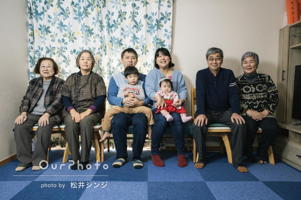 「子供のペースに合わせて」かわいい袴姿で初節句の記念に家族写真の撮影
