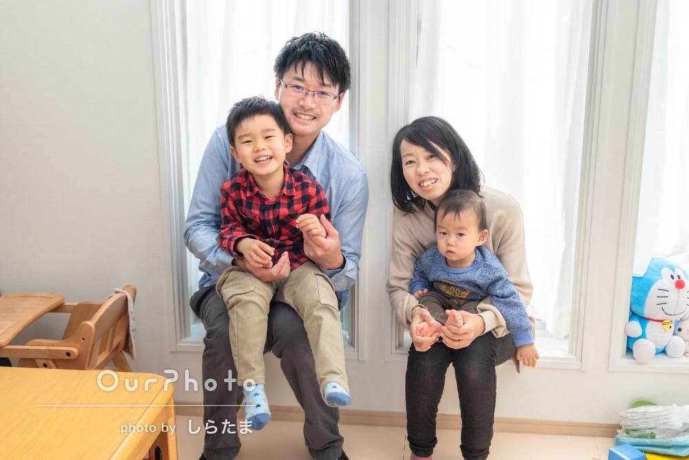 のびのびと遊ぶ子どもたちが可愛らしい!自宅で家族写真の撮影