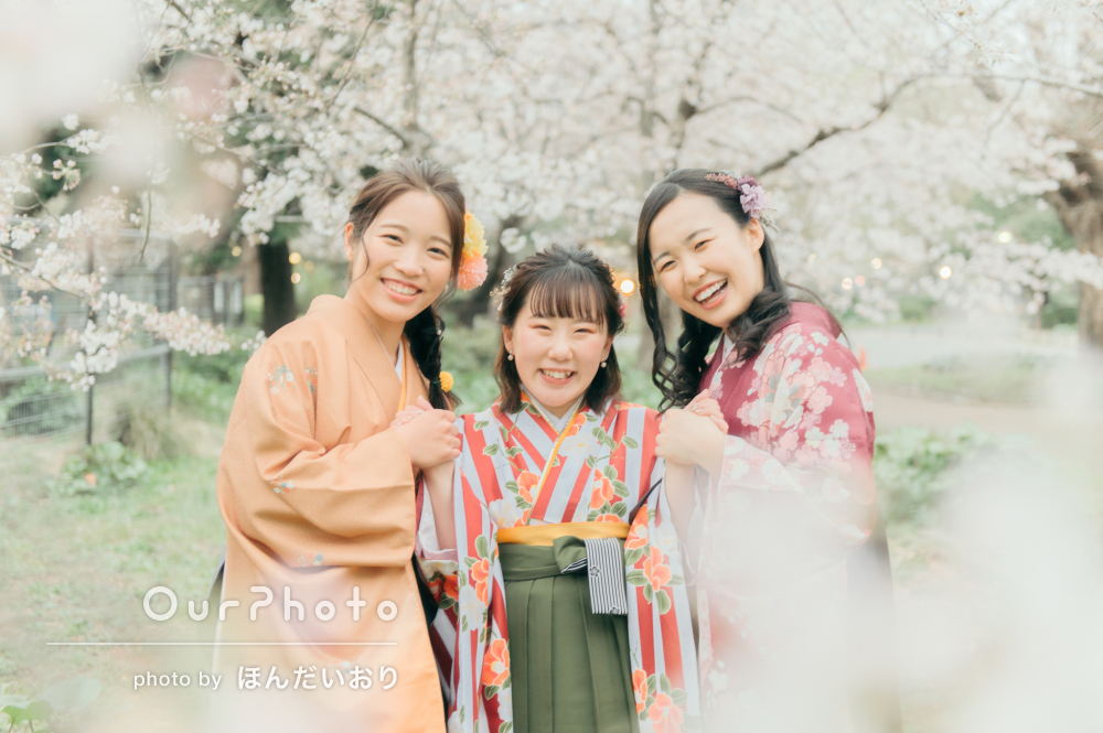 「様々なバリエーションの写真を撮って」卒業式に袴姿で友フォトの撮影