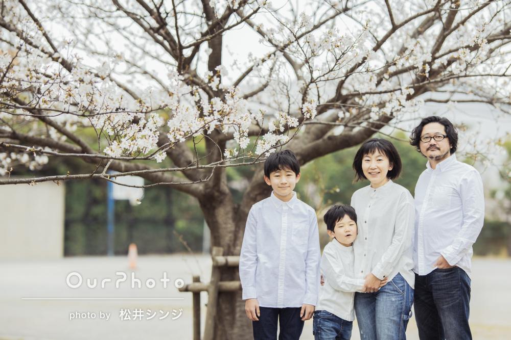 「2人の子供に年相応の対応をしてくれた」リンクコーデで家族写真の撮影