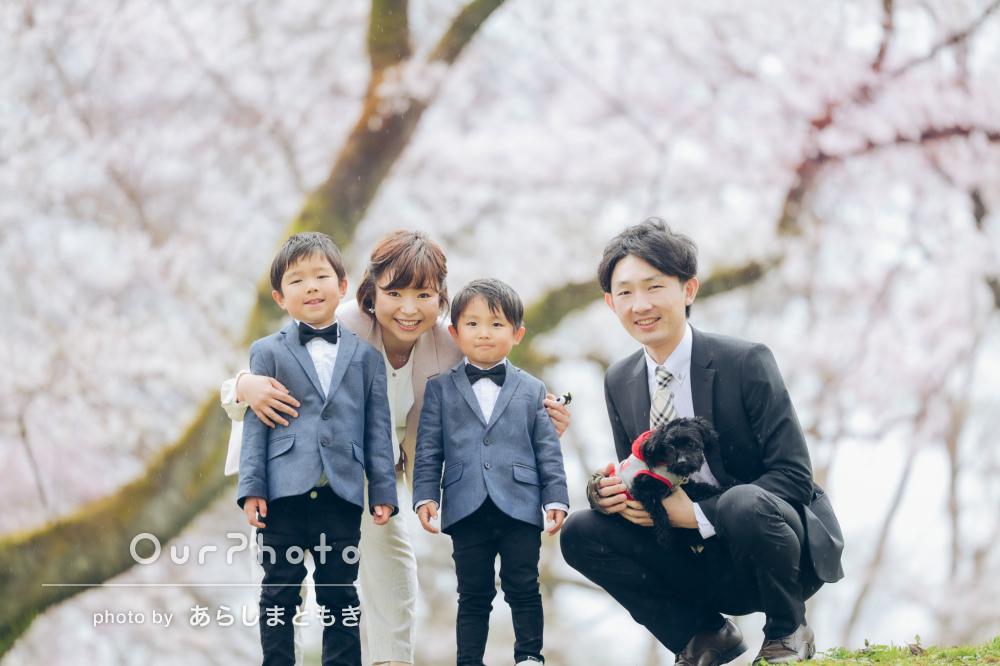 「子供達の目線でそばに寄り添い、素敵な表情を引き出し」家族写真の撮影