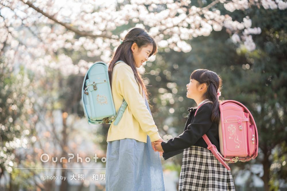 「時間の許す限り沢山のアングルで」桜の下で可愛い姉妹の家族写真の撮影