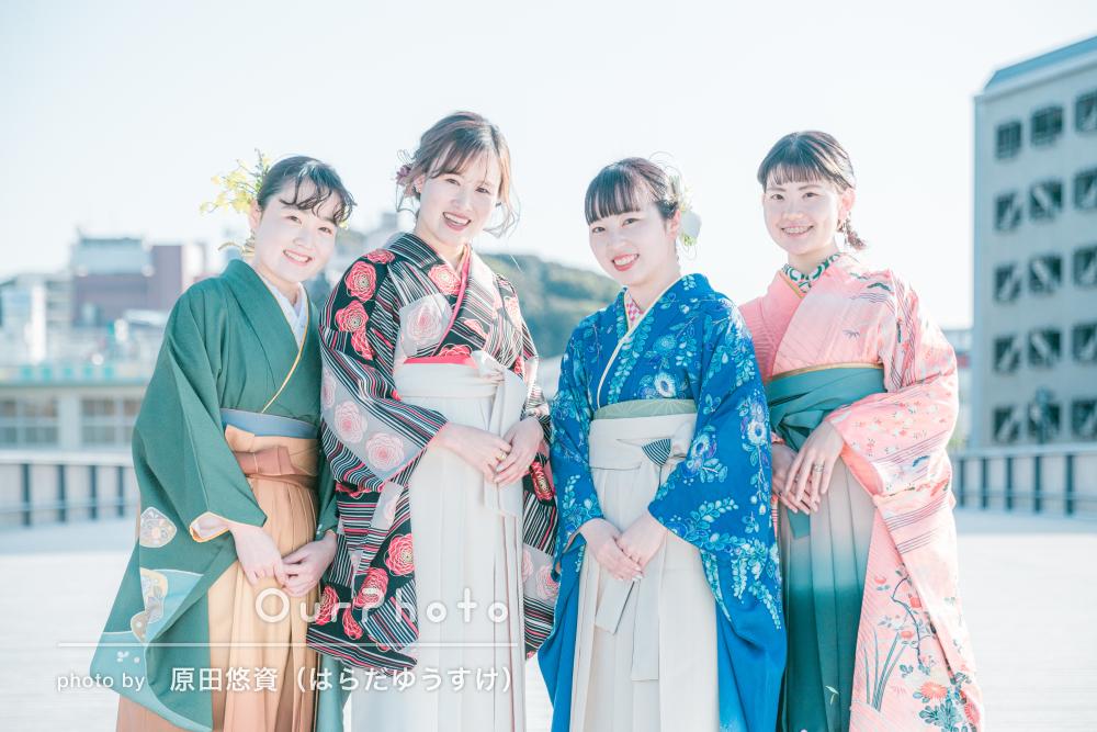 色とりどりの袴姿が華やかな卒業記念の友フォトの撮影