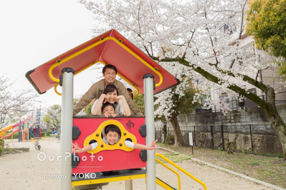 カジュアルなリンクコーデから仲の良さが伝わる家族写真の撮影
