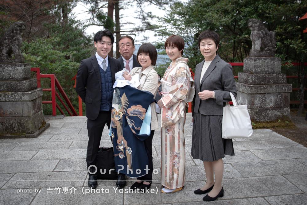 あたたかな表情に家族が増えたことの喜びが滲み出ているお宮参りの撮影