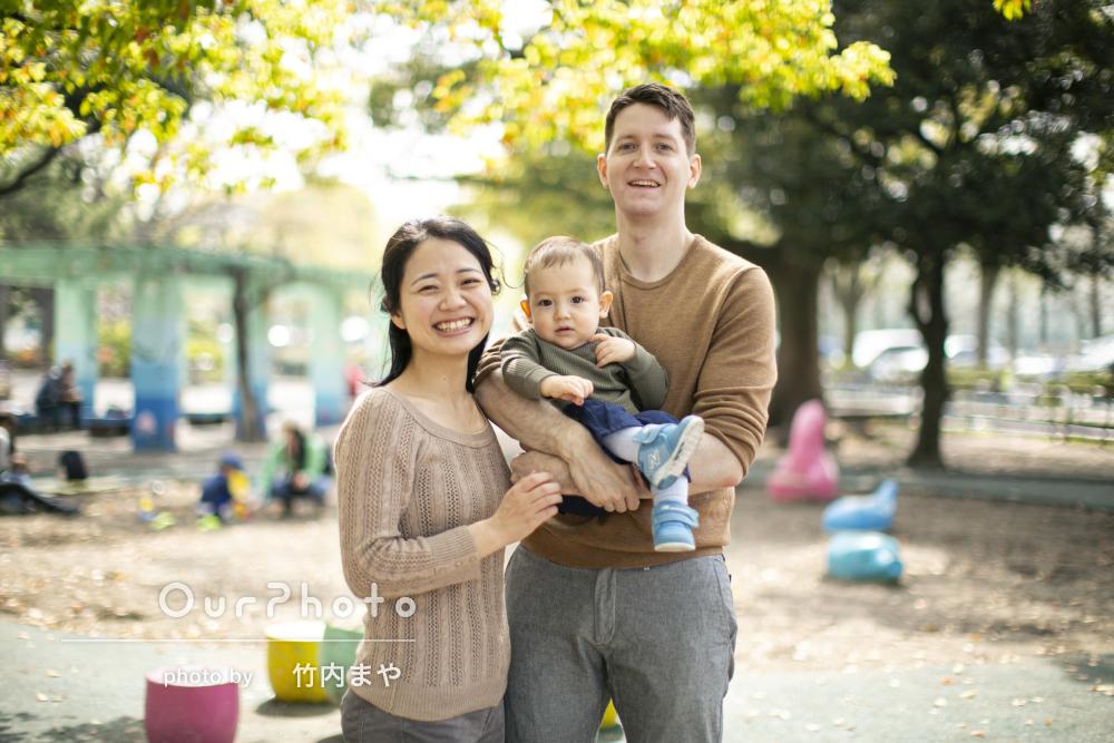 桜や新緑と一緒に!公園で遊びながら春らしい仲良し家族写真の撮影