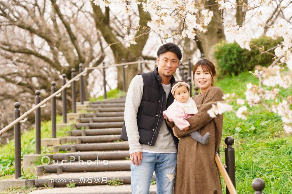 「どんどん提案して頂けた」菜の花畑と桜の木の下で家族写真の撮影