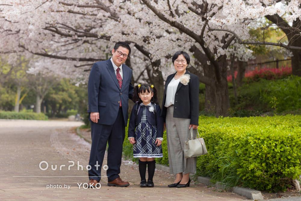 「生き生きとした子供の姿を思い出として残す」入学記念の家族写真の撮影