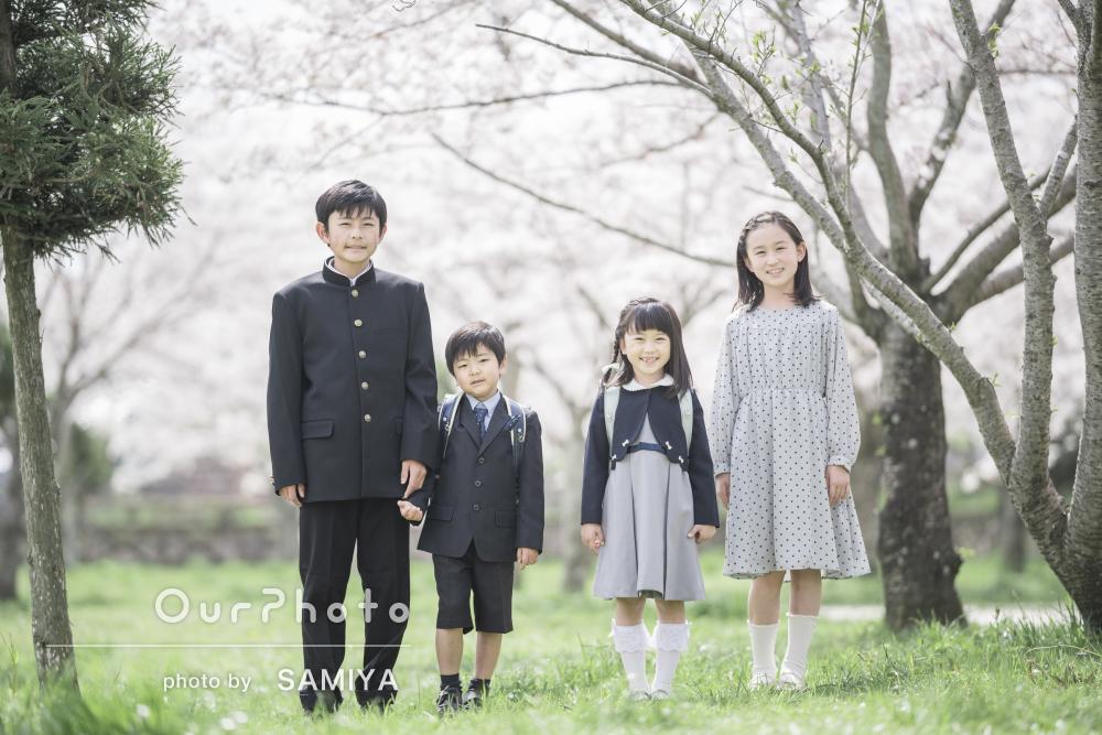 「柔軟に対応して」小学校の入学記念に二家族合同で家族写真の撮影