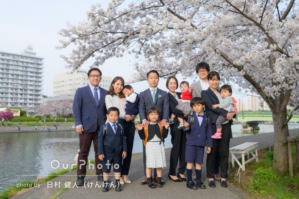 「ベストなポジションでの撮影のご提案」3家族合同で家族写真の撮影