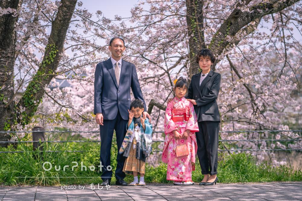 春爛漫で鮮やかな仕上がり!満開の桜並木の中で姉弟揃っての七五三の撮影