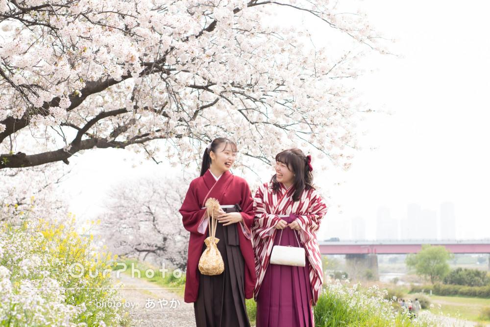 桜満開の卒業記念に!上品で愛らしい袴姿で仲良し二人組の友フォト撮影