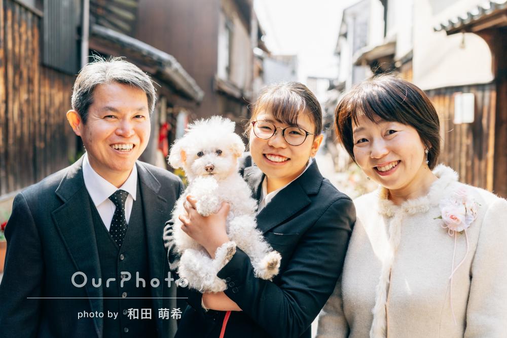「楽しい雰囲気の中での撮影」高校卒業と大学入学の記念に家族写真の撮影