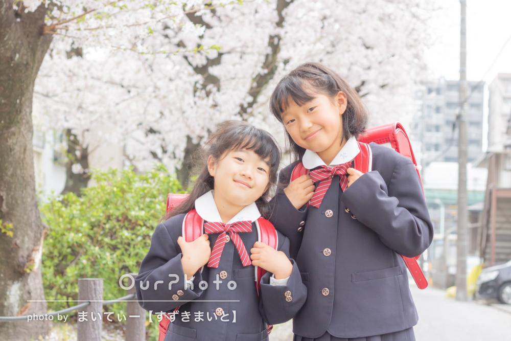 「子どもたちがとても楽しそう」制服とランドセルで姉妹の家族写真撮影