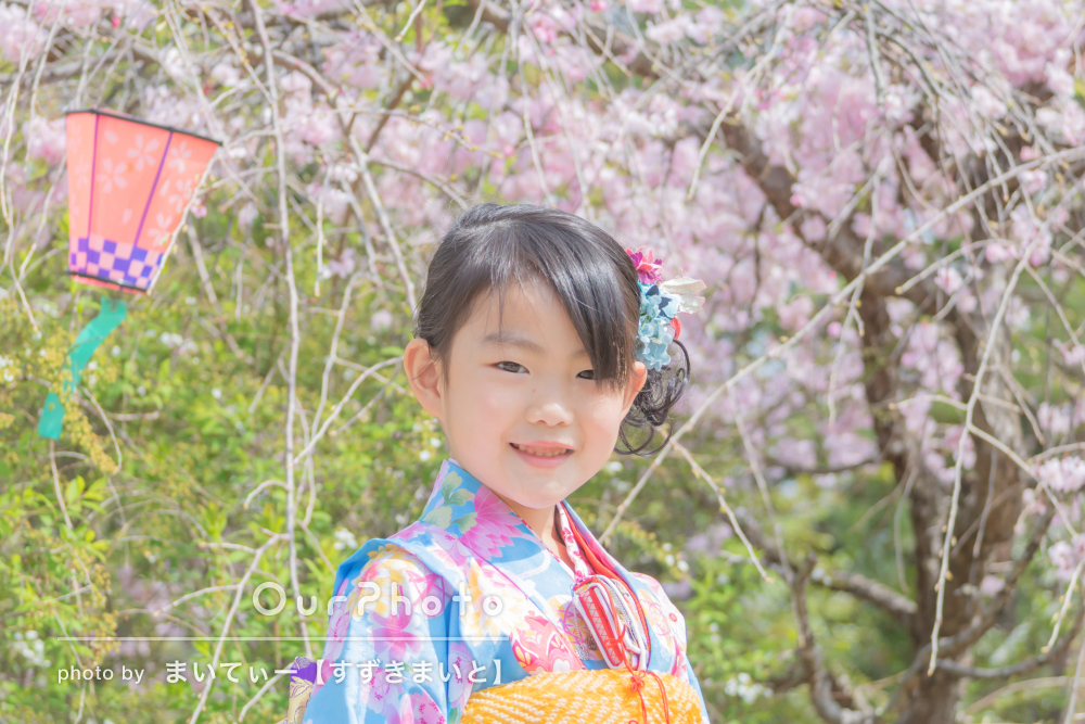 「安心して任せられました」水色の着物を着て神社で女の子の七五三の撮影
