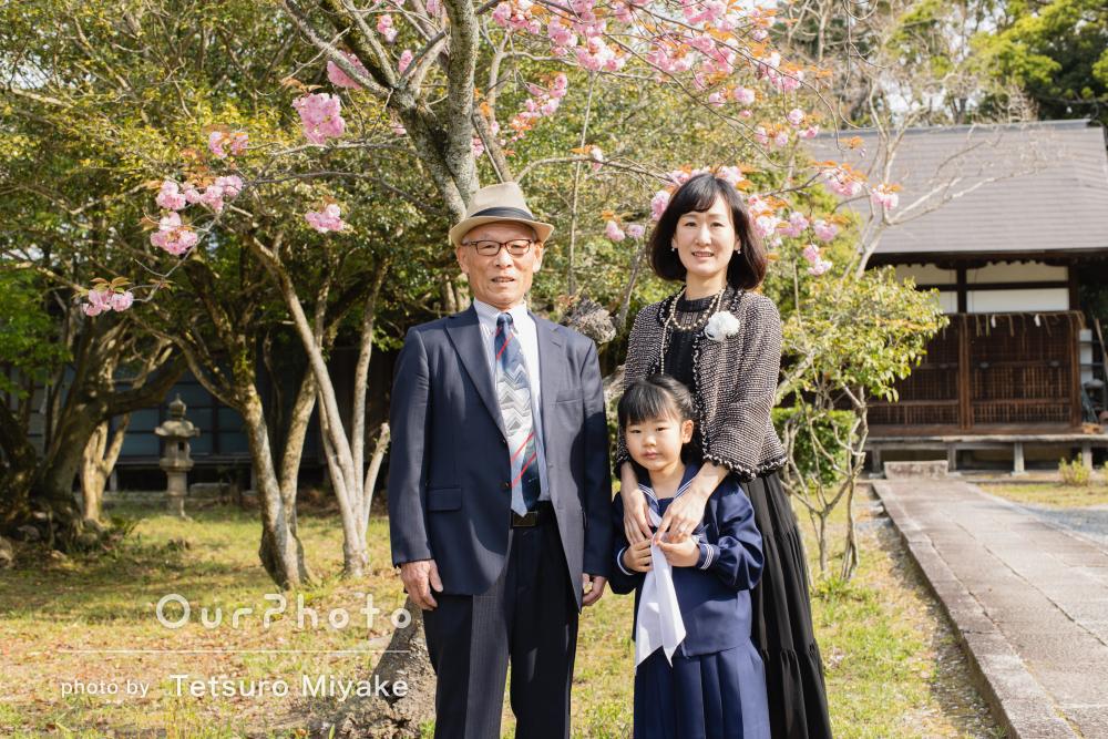 「和やかであたたかく眩しさが溢れている写真」入学記念に家族写真の撮影