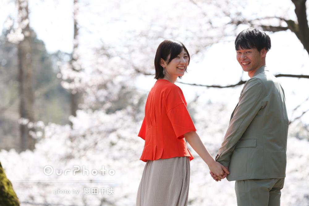 「自然な笑顔や雰囲気を引き出してくれて」公園でカップルフォトの撮影