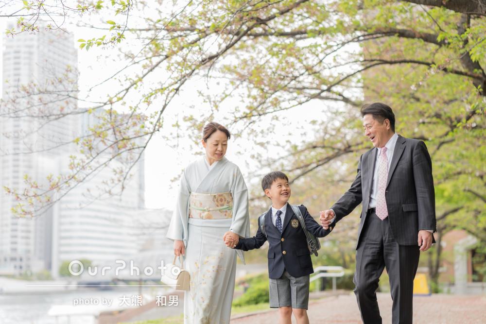 「緊張している息子に優しく声を」入学式当日に家族写真の撮影