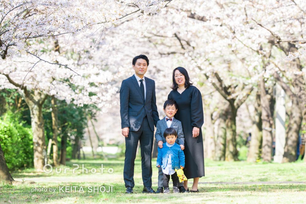 「子供たちの自然な表情にも大変満足」入学記念に家族写真の撮影