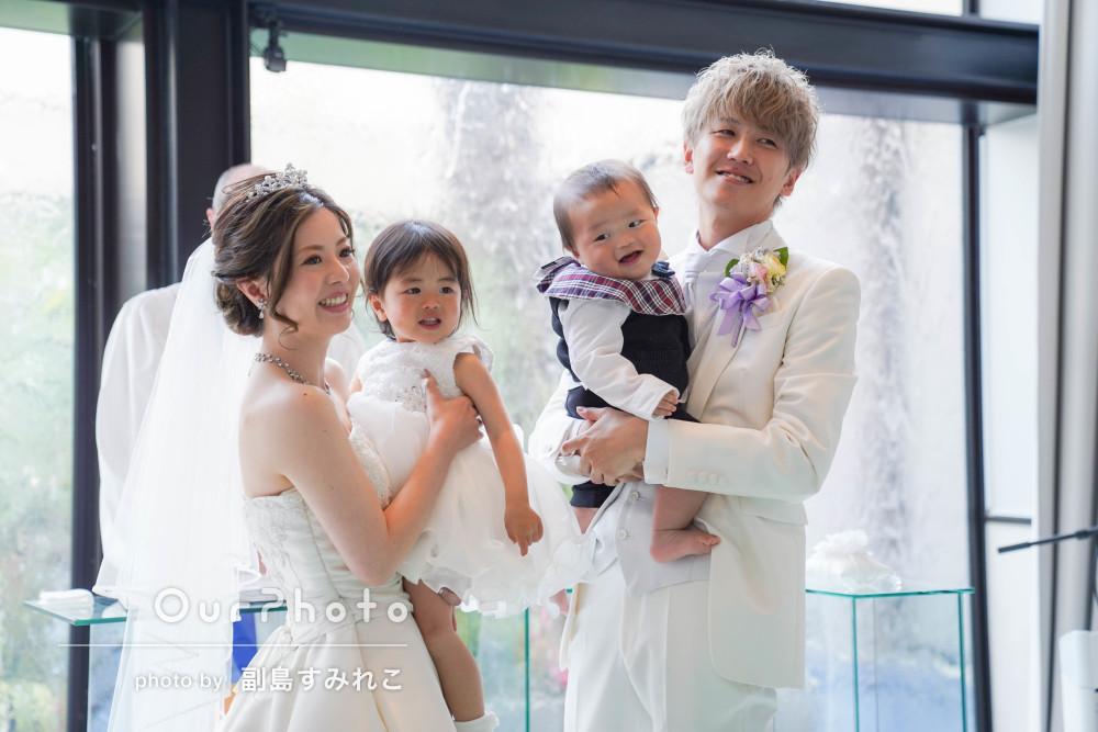 花嫁さんのドレス姿が美しい!子どもたちと一緒にウェディングフォト撮影