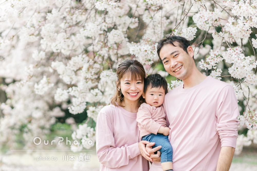 「最初から最後までとても楽しく」桜色のリンクコーデで家族写真の撮影