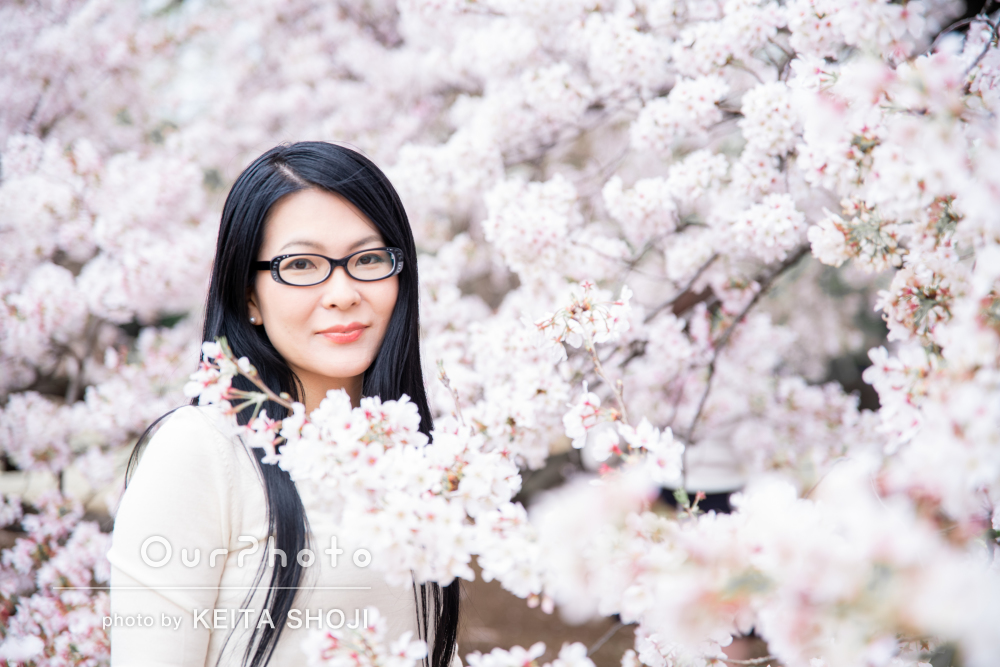 「季節もお天気も味方にできた」満開の桜を背景にプロフィール写真の撮影