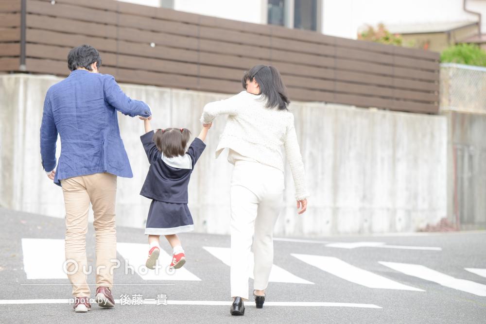 「本当にありがとうございました」幼稚園の制服を着て家族写真の撮影
