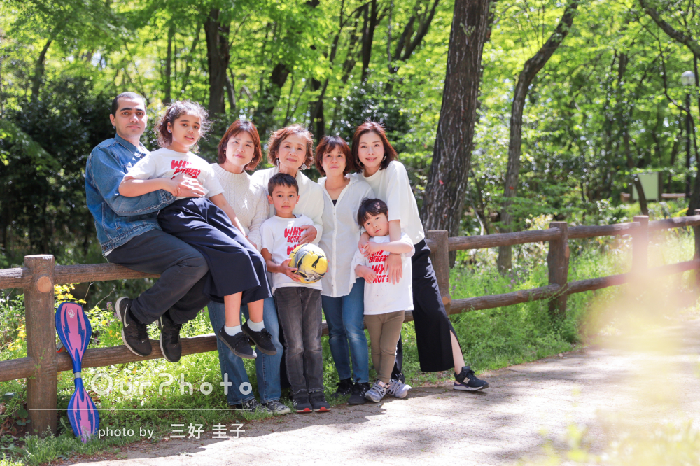 「大人数にも関わらず、全員が良い表情」リンクコーデで家族写真の撮影
